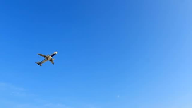 jet-flugzeug - jagdflugzeug stock-videos und b-roll-filmmaterial