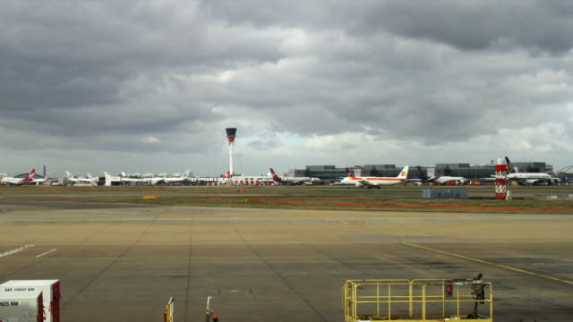 ws jet planes taxiing in background, london, united kingdom - heathrow airport stock videos and b-roll footage