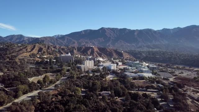 jet propulsion laboratory campus - aerial drone shot - campus stock videos & royalty-free footage