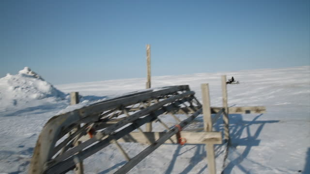vídeos de stock e filmes b-roll de ms td jet ski / point hope, alaska, united states - inuit