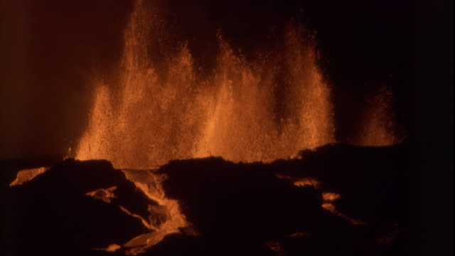 jets of molten lava spew from a volcano. available in hd. - erupting stock videos & royalty-free footage