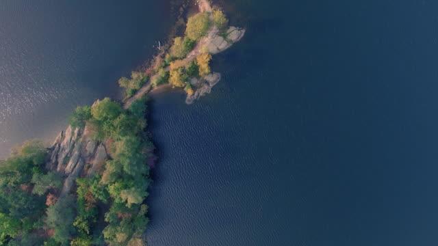 vídeos y material grabado en eventos de stock de entre el embarcadero de las islas de suecia - mirar hacia abajo