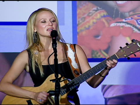 vídeos de stock, filmes e b-roll de jewel performs at the sara blakely foundation 'give a damn' party at ritz carlton in atlanta georgia on october 15 2006 - sara blakely