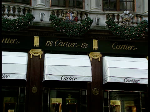 Jewellery raid **** GV's Cartier Jewellers see C03119701 London Cartier shop ZOOM IN sign