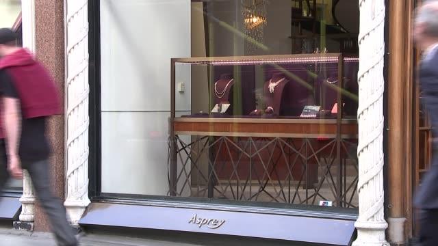 6baa1e6cd90d London Mayfair New Bond Street   Old Bond Street EXT Close shot of diamond  rings on