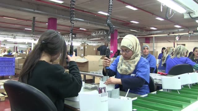 jewish and bedouin workers working together at the assembly line of sodastream's new factory in the idan negev industrial area a joint industrial... - eddie gerald stock videos & royalty-free footage