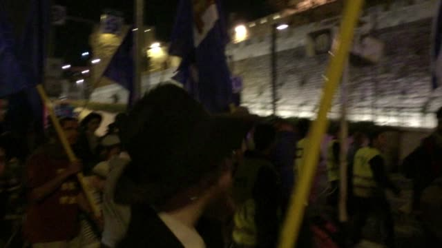 stockvideo's en b-roll-footage met jewish extremist groups prayed and prepared to march through jerusalem thursday in a move expected to stoke tensions following a deadly palestinian... - israëlisch palestijns conflict