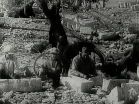 stockvideo's en b-roll-footage met jewish immigrants in palestine cutting stone for building - jaffa
