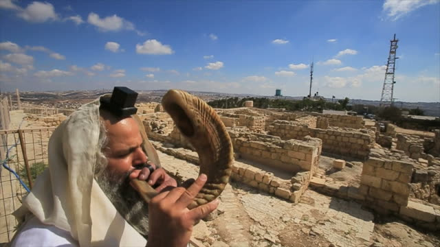 jewish man with shofar, tomb of the prophet samuel national park, near jerusalem in judea desert, israel - palestinian territories stock videos and b-roll footage