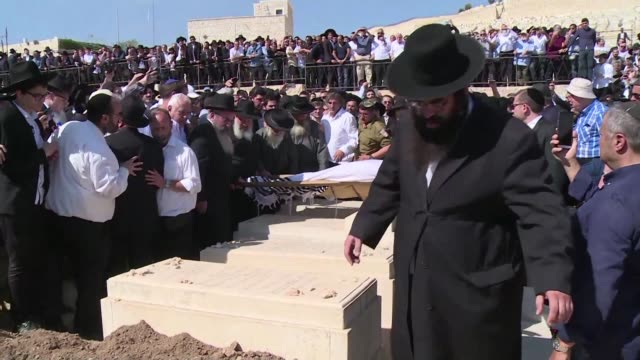 stockvideo's en b-roll-footage met jewish mourners attended the funeral of france's former grand rabbi joseph sitruk on monday at the old jewish cemetery on the mount of olives in east... - oost jeruzalem
