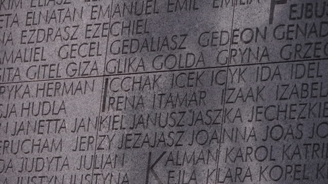 stockvideo's en b-roll-footage met cu jewish names on monument - nazisme