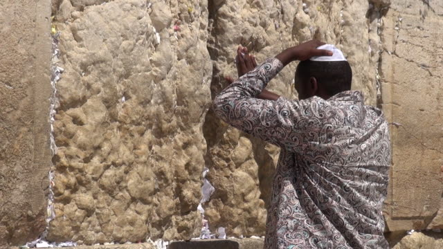jewish prayers in wailing wall - bible stock videos & royalty-free footage