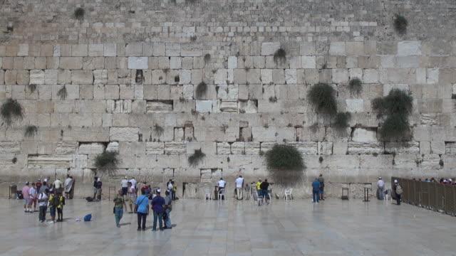 jewish prayers in wailing wall - wailing wall stock videos & royalty-free footage