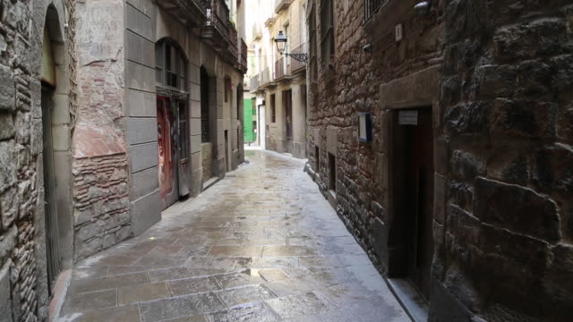 jewish quarter, view of the narrow streets, barcelona - narrow stock videos & royalty-free footage