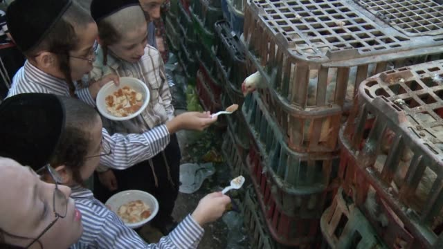 jews around the world are getting ready to celebrate yom kippur their holiest day of the year voiced jews in israel get ready on september 21 2012 in... - jom kippur stock-videos und b-roll-filmmaterial