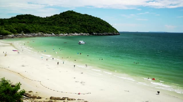jhakhrapong point (end of tham pang point). famous beach at sichang island in thailand. - golf von thailand stock-videos und b-roll-filmmaterial