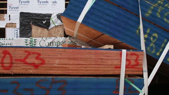 jib shot of new townhome construction site - 証書点の映像素材/bロール