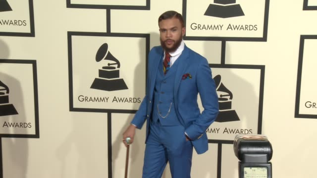stockvideo's en b-roll-footage met jidenna at the 58th annual grammy awards® arrivals at staples center on february 15 2016 in los angeles california - 58e grammy awards