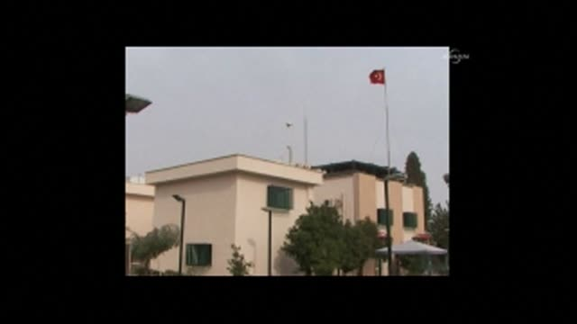 vídeos y material grabado en eventos de stock de jihadists seized the turkish consulate in the iraqi city of mosul on wednesday and kidnapped the head of the diplomatic mission and 24 staff members... - isis