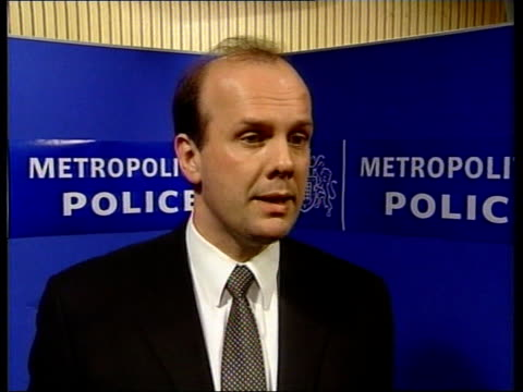 london metropolitan police press conference in progress detective inspector hamish campbell interviewed sot the circumstances make it look like a... - jill dando stock videos and b-roll footage