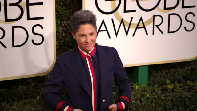 jill soloway at 74th annual golden globe awards arrivals at the beverly hilton hotel on january 08 2017 in beverly hills california 4k - ビバリーヒルトンホテル点の映像素材/bロール