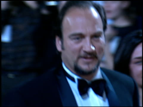 vídeos y material grabado en eventos de stock de jim belushi at the 'evita' premiere at the shrine auditorium in los angeles, california on december 14, 1996. - jim belushi