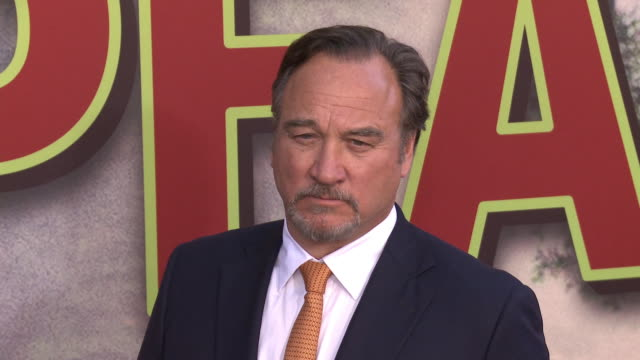 """vídeos y material grabado en eventos de stock de jim belushi at the world premiere of the new showtime limited-event series """"twin peaks"""" at ace hotel on may 19, 2017 in los angeles, california. - jim belushi"""