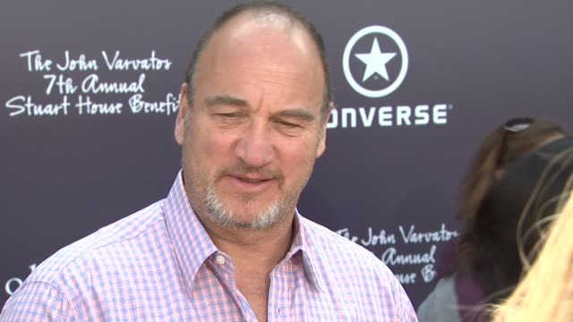 vídeos y material grabado en eventos de stock de jim belushi on being part of the afternoon and supporting stuart house,_why it's important to shed light on sexual abuse, when he became a fan of... - jim belushi