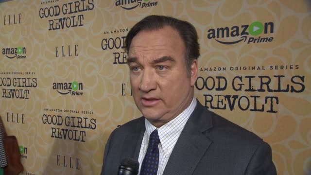 vídeos y material grabado en eventos de stock de jim belushi. on the good girls series. on how it being part of the birth of the women's movement. newsweek female reporters were not allowed to write... - jim belushi