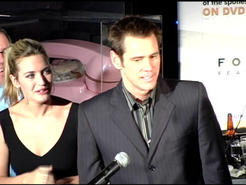 jim carrey and kate winslet at the 'eternal sunshine of the spotless mind' dvd launch party at the los angeles county museum of art in los angeles,... - ロサンゼルスカウンティ美術館点の映像素材/bロール
