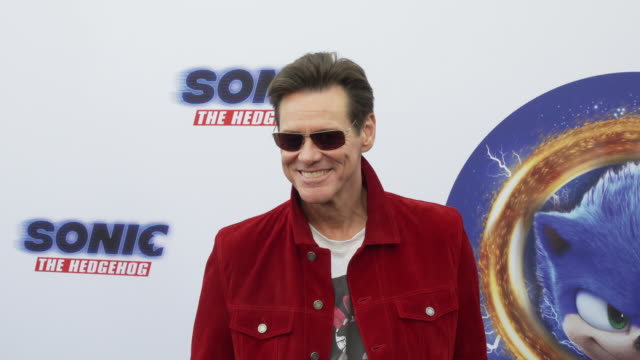 """vídeos y material grabado en eventos de stock de jim carrey at the """"sonic the hedgehog"""" family day event at paramount theater on the paramount studios lot on january 25, 2020 in hollywood,... - jim carrey"""