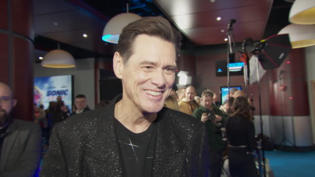 interview jim carrey on rumours that he'll be making a sequel to the mask at vue westfield on january 30 2020 in london england - jim carrey bildbanksvideor och videomaterial från bakom kulisserna