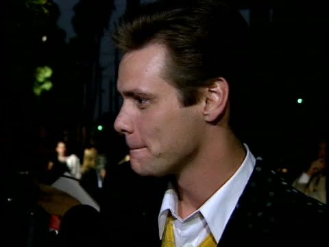 Jim Carrey talks to reporter on red carpet