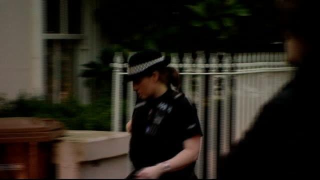 vídeos y material grabado en eventos de stock de jim davidson arrested in connection with the jimmy savile sexual offences investigation; hampshire: stockbridge: ext police officer along, past... - hampshire