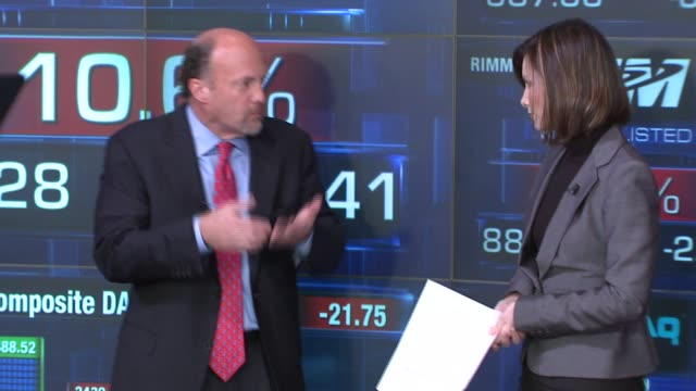 jim kramer talks about the stock market at the nasdaq opening bell ringing ceremony with the stars of 'mad money' at nasdaq in new york, new york on... - ナスダック点の映像素材/bロール