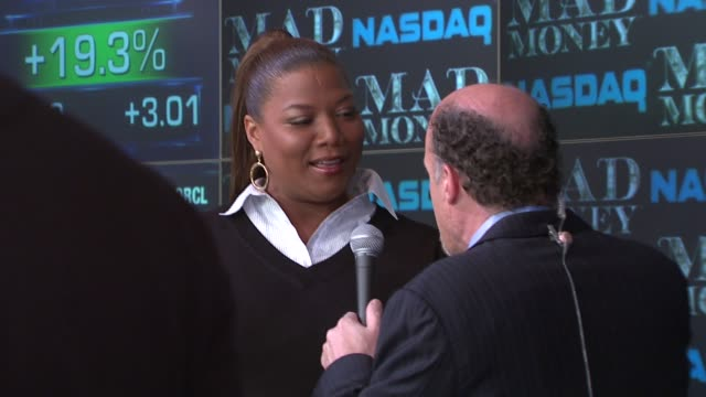 Jim Kramer talks with Queen Latifah about the Federal Reserve at the Nasdaq opening bell ringing ceremony with the stars of 'Mad Money' at Nasdaq in...