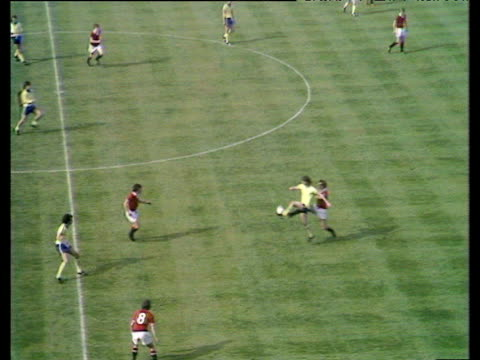 stockvideo's en b-roll-footage met jim mccalliog plays inch perfect lob behind united's defence bobby stokes latches on to pass and rifles match winning left foot half volley low into... - southampton engeland