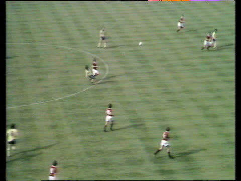 vídeos de stock e filmes b-roll de jim mccalliog plays inchperfect lob behind united's defence bobby stokes latches on to pass and rifles match winning left foot halfvolley low into... - southampton inglaterra