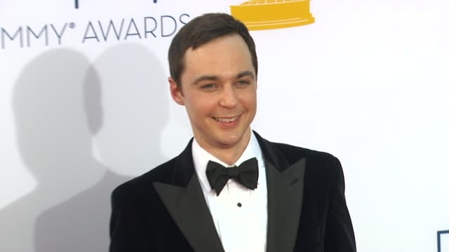 jim parsons at 64th primetime emmy awards - arrivals on 9/23/12 in los angeles, ca. - emmy awards stock-videos und b-roll-filmmaterial