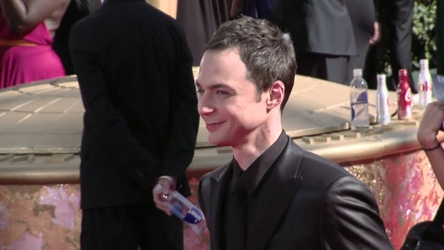 jim parsons at the 61st annual primetime emmy awards arrivals part 3 at los angeles ca - jim parsons stock videos and b-roll footage