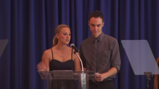 jim parsons kaley cuoco acceptance at the hollywood foreign press association's installation luncheon at los angeles ca - jim parsons stock videos and b-roll footage