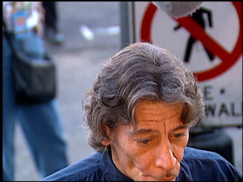 jim varney at the 'toy story' premiere at the el capitan theatre in hollywood, california on november 19, 1995. - el capitan kino stock-videos und b-roll-filmmaterial