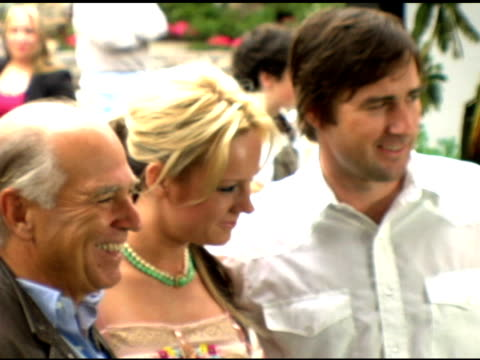 stockvideo's en b-roll-footage met jimmy buffett and brie larson at the 'hoot' premiere at the pacific theaters at the grove in los angeles california on april 15 2006 - première
