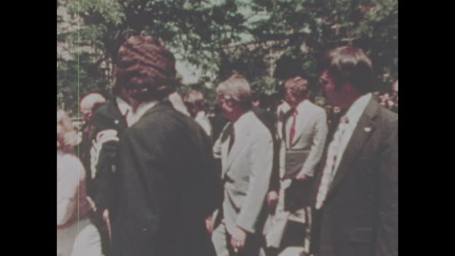 jimmy carter greets people on the campaign trail no sound available - präsident stock-videos und b-roll-filmmaterial