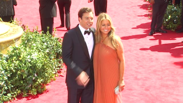 vídeos de stock e filmes b-roll de jimmy fallon and nancy juvonen at the 62nd primetime emmy awards arrivals at los angeles ca - nancy juvonen