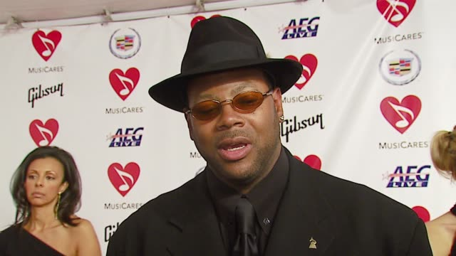 stockvideo's en b-roll-footage met jimmy jam on what makes musicares great how the eagles' production influenced music and his favorite don henley song at the musicares person of the... - los angeles convention center