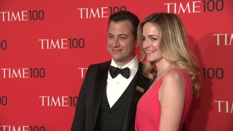 stockvideo's en b-roll-footage met jimmy kimmel and molly mcnearney at 2013 time 100 gala - arrivals at frederick p. rose hall, jazz at lincoln center on april 23, 2013 in new york,... - jimmy kimmel