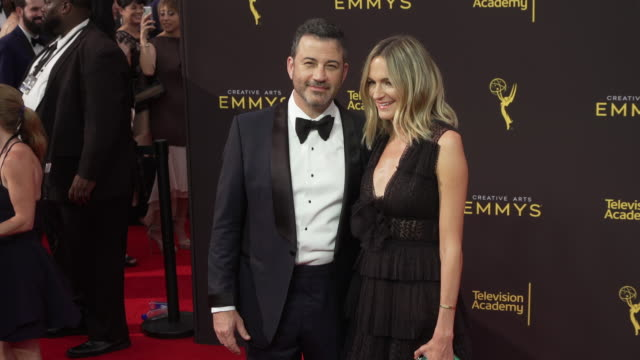 vídeos de stock e filmes b-roll de jimmy kimmel and molly mcnearney at the 2019 creative arts emmy awards - day 1 at microsoft theater on september 14, 2019 in los angeles, california. - emmy awards