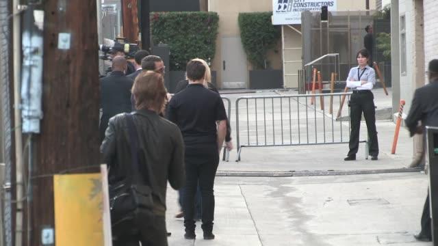 stockvideo's en b-roll-footage met jimmy kimmel at the jimmy kimmel studio in los angeles - celebrity sightings in los angeles on april 09, 2014 in los angeles, california. - jimmy kimmel