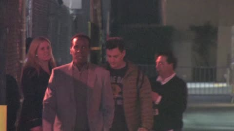 stockvideo's en b-roll-footage met jimmy kimmel in hollywood on 12/14/11 in celebrity sightings in los angeles - jimmy kimmel